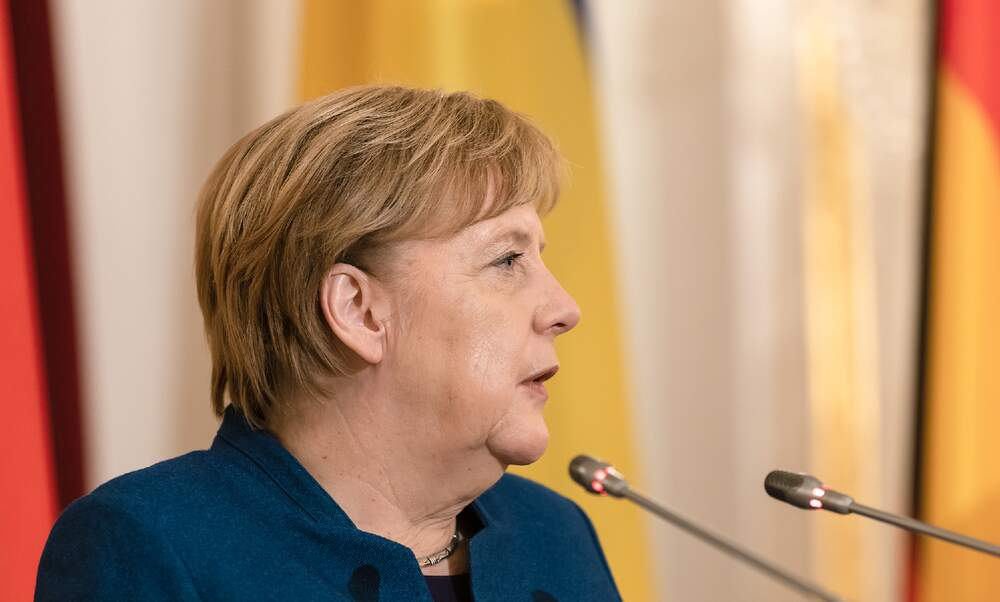 Angela Merkel in favour of a short, sharp lockdown