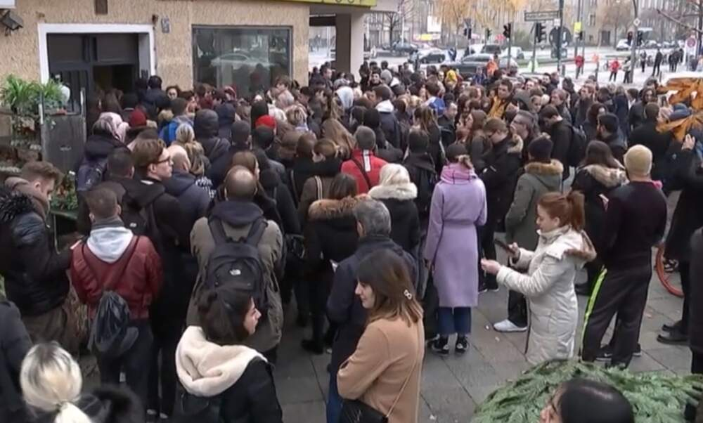 1.800 people show up to view one apartment in Berlin