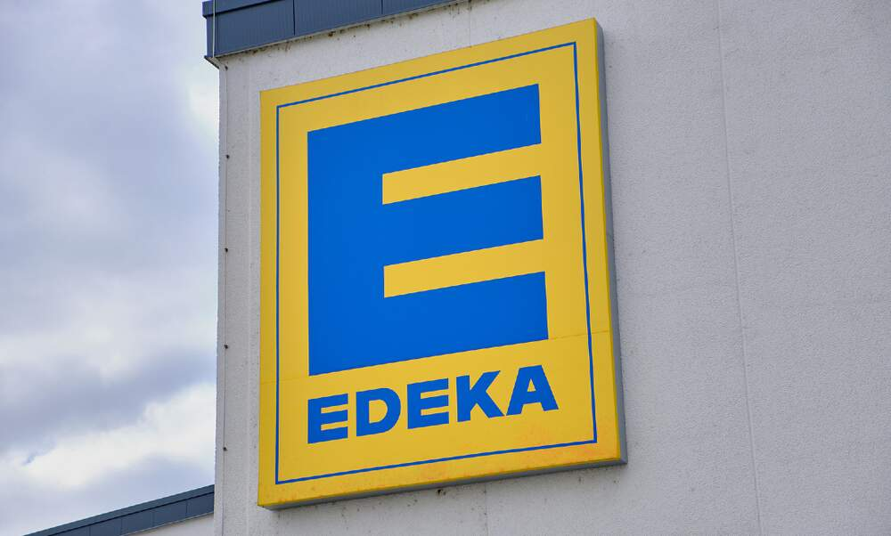 German supermarket Edeka trials new store staffed by robots