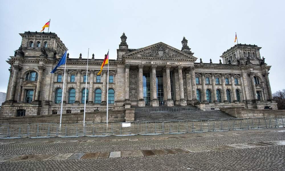 German politicians dampen hopes for quick lifting of corona restrictions