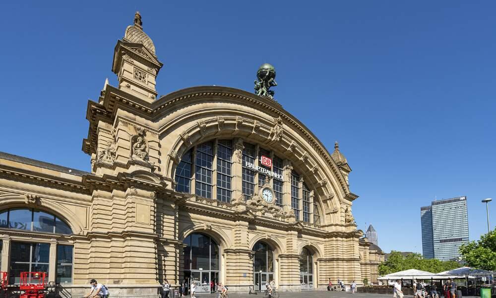 Frankfurt Hauptbahnhof attack: suspect identified