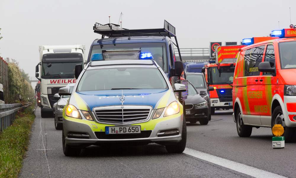 Video] German policeman chastises drivers filming fatal accident