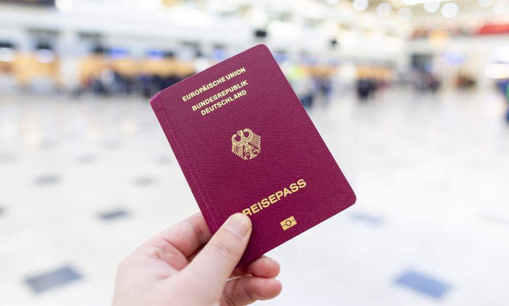 Germany plans tighter citizenship rules