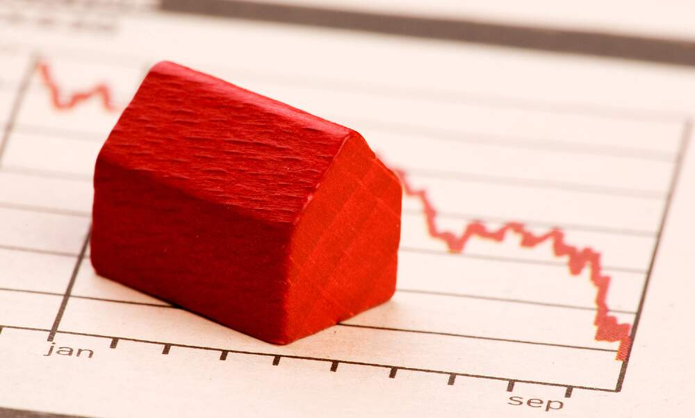 Is it worth securing low mortgage interest rates for as long as possible?