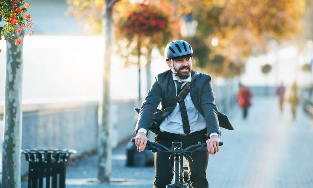 Should people who cycle to work be given extra holiday?