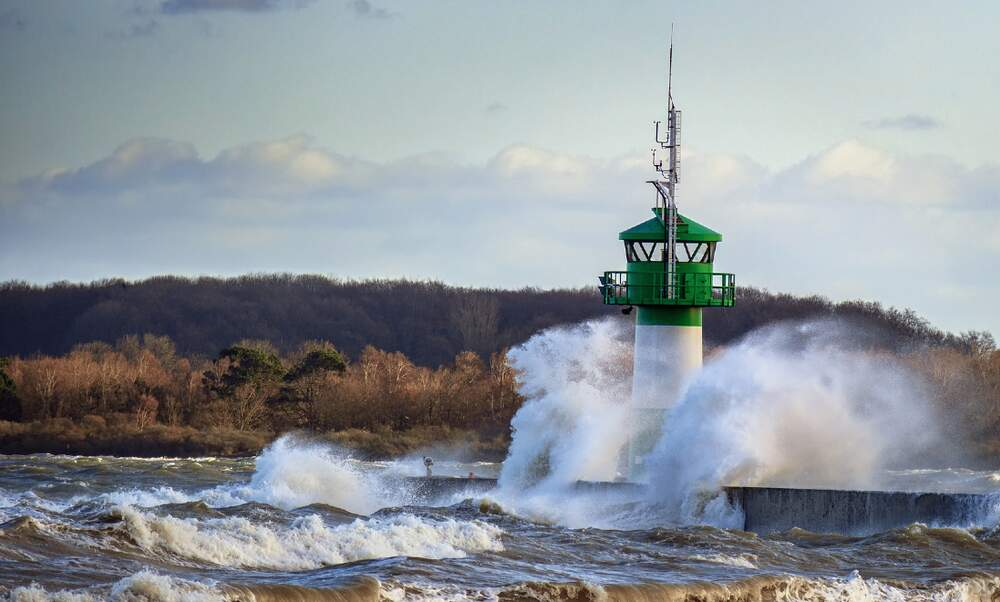 Major disruption as storm Sabine rages through Germany