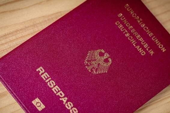 The German passport (deutscher Reisepass)