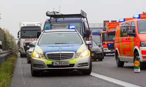 [Video] German policeman chastises drivers filming fatal accident