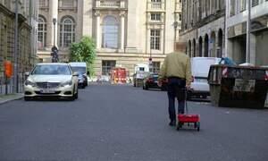 Berlin artist with 99 phones tricks Google Maps into traffic jam alert