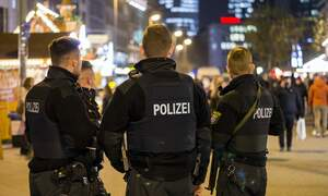 39 arrested in Frankfurt after police are attacked in Opernplatz