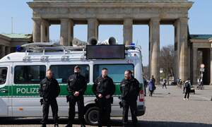 Outrage after 20.000 march against coronavirus measures in Berlin