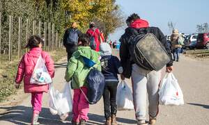 Refugee numbers in Germany fall for first time since 2011