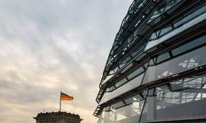 Coronavirus summit: German government pushes for masks and curfews