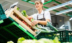 Coronavirus: German supermarkets to pay their workers bonuses