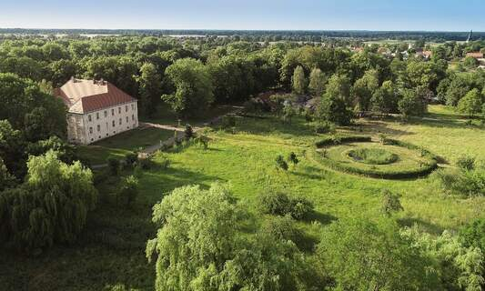 Sculpture and Nature Exhibition at Schwante Palace Gardens