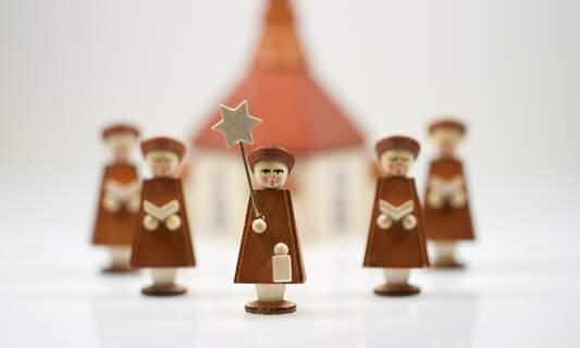 9 traditional German Christmas carols (and their lyrics in English)