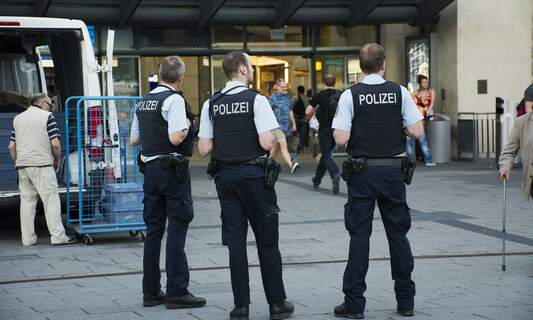 Doctors call on police to enforce quarantine rules in Germany