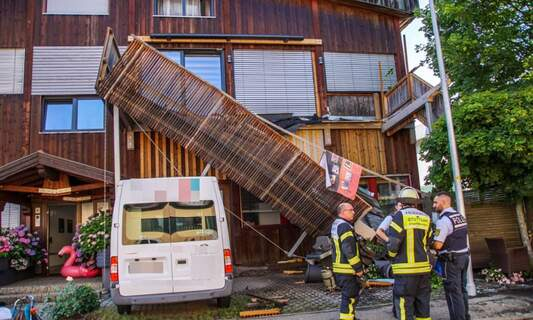 Stuttgart: 6 injured after paddling pool causes balcony to collapse